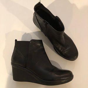 Nine West black leather bootie